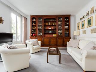 Picturesque apartment in Montmartre - Paris vacation rentals