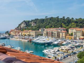 PORT 2 - Great Studio with AC overlooking the port - Nice vacation rentals