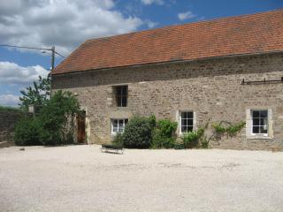 Gîte Le Village, avec piscine extérieure - Cote d'Or vacation rentals