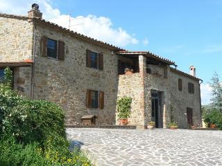 Farmhouse with views on Tuscany/Umbria border. - Tuoro sul Trasimeno vacation rentals