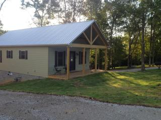 Wonderful 2 bedroom Cabin in Rogersville - Rogersville vacation rentals