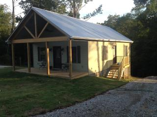 Romantic 1 bedroom Cabin in Rogersville - Rogersville vacation rentals