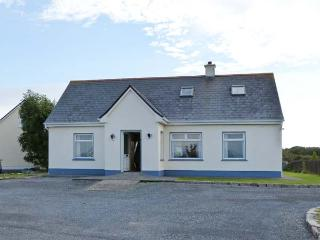 6 GLYNSH COTTAGES, detached, garden, pet-friendly, open fire, near Carna, Ref 916224 - Carna vacation rentals