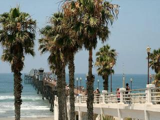 Lovely beach condo w/ full kitchen, bbq, semi-private beach area A/C Equipped - Oceanside vacation rentals