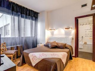 Ardesia 2 _Colosseo gruppo M&L Apartment - Rome vacation rentals