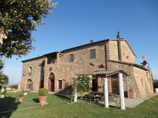 Bright 6 bedroom Montecatini Val di Cecina Bed and Breakfast with Internet Access - Montecatini Val di Cecina vacation rentals