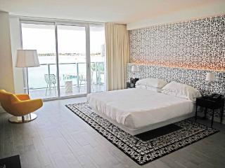 Mondrian Stunning Bay view Studio with Balcony - Miami Beach vacation rentals