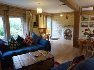 The Bothy, very spacious three bedroom cottage, sleeps 7 (+1). All rooms ensuite - Broadwindsor vacation rentals