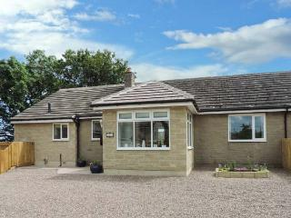 IREBY HOUSE, ground floor, wet room, enclosed garden, patio with furniture, WiFi, Ref 912658 - Morpeth vacation rentals