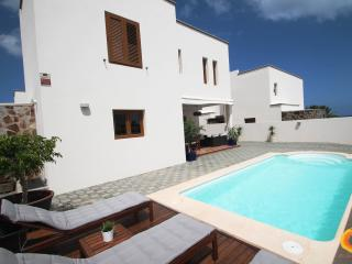 Nice Villa with Internet Access and Satellite Or Cable TV - Costa Teguise vacation rentals