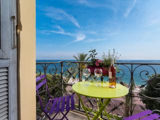 QEU - Stunning flat on sea front with AC - Nice vacation rentals