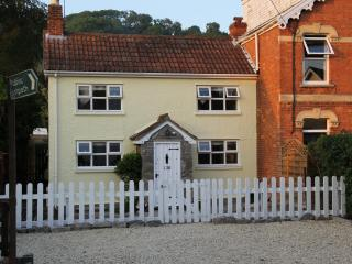 Lovely Cottage with Parking and Central Heating in Axbridge - Axbridge vacation rentals