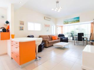 1 bedroom luxurious Apt. off Basel! - Tel Aviv vacation rentals
