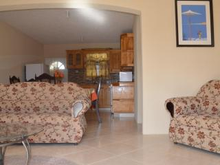 Beautiful Condo with Internet Access and A/C - Saint Martins vacation rentals