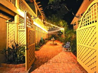 VOTED #1 BY SRQ MAGAZINE- Poet Carriage House (S) - Siesta Key vacation rentals