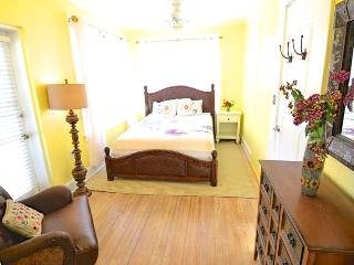 VOTED #1 BY SRQ MAGAZINE- Poet Carriage House (1B) - Siesta Key vacation rentals