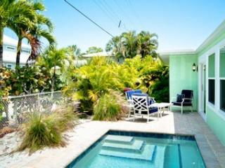 Lovely 3 bedroom Holmes Beach House with Microwave - Holmes Beach vacation rentals