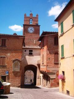 Nice Guest house with Central Heating and Towels Provided - Marciano Della Chiana vacation rentals