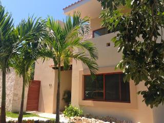 Casa Mayo- 5 Minutes walk to the Caribbean - Rotonda West vacation rentals