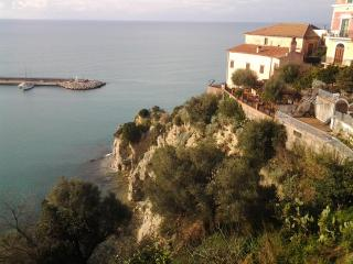 Centro Storico Appartamento - Agropoli vacation rentals