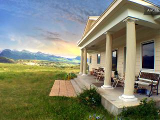 Yellowstone Lodging-3000 SF of Privacy and Comfort - Emigrant vacation rentals