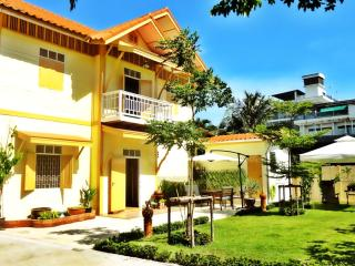 FAB Villa for groups in the city center of Bangkok - Bangkok vacation rentals
