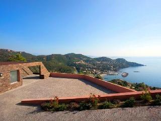 Contemporary hillside Villa 510 Azur with pool offers breathtaking sea views - Saint Raphaël vacation rentals