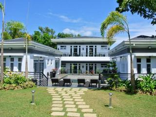 The Olive Tree Villa in Tagaytay - pool and garden - Tagaytay vacation rentals
