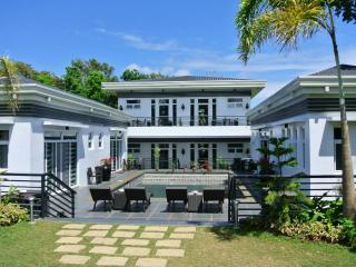 The Olive Tree Villa in Tagaytay - pool and garden - Tagaytay vacation rentals