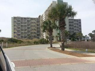 GREAT VALUE! BEACHFRONT! SLEEPS 8! OPEN WEEK OF 4/4 - 10% OFF BOOK NOW - Panama City Beach vacation rentals