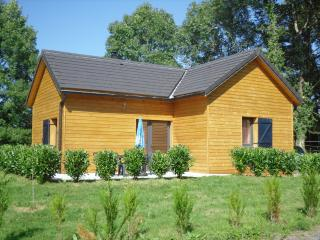 Chalet bois proche de Salers avec spa d'intérieur - Mauriac vacation rentals