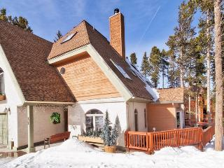 Perfect For Families! Large Kitchen! 2 Miles From Town! Private Hot Tub! - Breckenridge vacation rentals