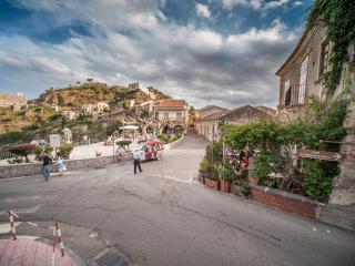 Uno tra i borghi più belli D'Italia B&B Il Padrino - Savoca vacation rentals