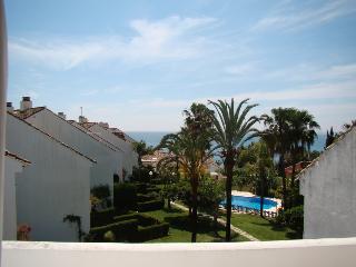 Casa del Loro Bailador - great sea views! - Estepona vacation rentals