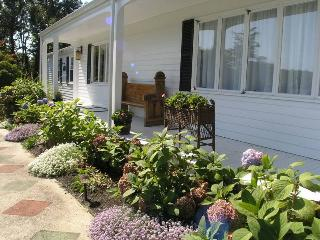 Bright 3 bedroom East Dennis House with Deck - East Dennis vacation rentals