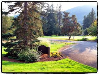 Welches 2B/2B Condo on Golf Course #550 - Mount Hood vacation rentals
