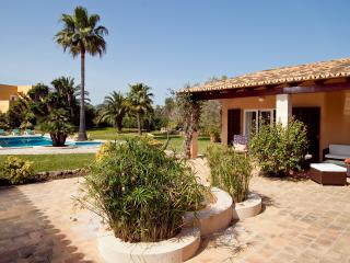 Nice Chalet with Deck and Internet Access - Cala Murada vacation rentals
