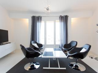 Modern 2 bedrooms 302 - Cannes vacation rentals