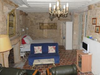 Cozy La Charite-sur-Loire Studio rental with Internet Access - La Charite-sur-Loire vacation rentals