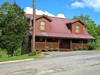 Lily's Pad Pigeon Forge Log Cabin - Sevierville vacation rentals