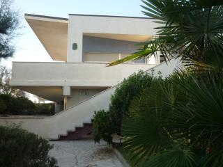 Appartamento di 145mq. in villa con piscina - Lido Di Savio vacation rentals