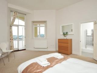Apartment 14 Astor House Warren Road Torquay TQ2 5TRNo 14 two bed two bathroom apartment with south facing balcony with sea view - Torquay vacation rentals