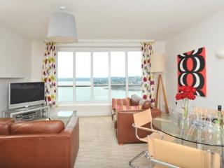 Apartment 17 Astor House Warren Road Torquay TQ2 5TRNo 17 two bed apartment with juliette balcony sleeping 4-6. - English Riviera vacation rentals