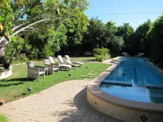 Idyllic Garden Refuge, Ideal for Creatives - Los Angeles vacation rentals