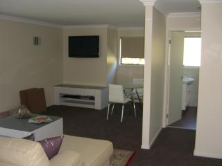 Wonderful 2 bedroom Bed and Breakfast in Bateau Bay - Bateau Bay vacation rentals