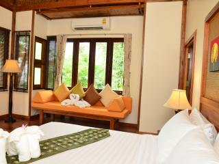 Romantic 1 bedroom Khao Thong Bungalow with Internet Access - Khao Thong vacation rentals