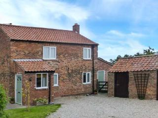 MARSTON GRANGE HOLIDAY COTTAGE, pet-friendly country cottage with woodburner, garden, close to York Ref 916371 - Tockwith vacation rentals