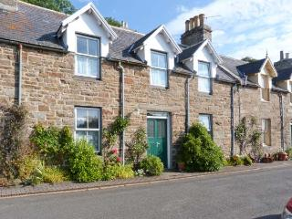 GRANNY'S COTTAGE, stone cottage, spacious accommodation, private garden, in Dunbeath, Ref 916926 - Wick vacation rentals