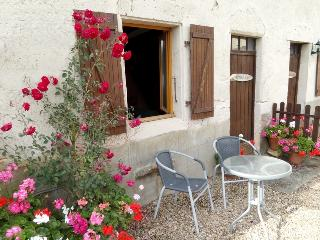Comfortable 2 bedroom Gite in Chabanais with Internet Access - Chabanais vacation rentals