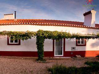 Sobreira Cottage - Horta Vermelha - Borba vacation rentals